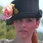 Fieltro con flor de terciopelo
