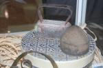 Plancha de hierro y horma de madera