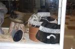 Detalle de la vitrina de sombreros de paja, Concha López