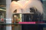 Sombrero de copa con plumas de ave del paraiso, Clara Gortazar
