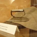Plancha de hierro y cono de fieltro de ISESA