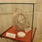 Tocado de avestruz y pillbox de Elena Calero para Gratacós