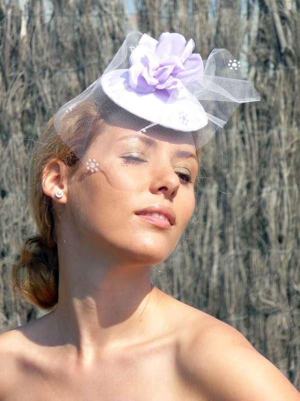 lila-con-flor-y-velo-blanco.jpg