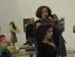 Pillbox adornado con plumas; modelo:Elena Outeiriño