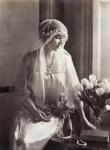 queen-mother-wedding-gown-1923