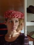 Pillbox con recogido #1:el sombrero remarca más las facciones del rostro.