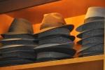 Estanterías con sombreros,  sombrerería Albiñana, Oviedo