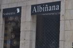 Escaparate y entrada  sombrerería Albiñana, Oviedo