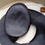 Sombrero de paja deformado