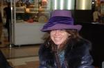 Sombrero de fieltro con cinta de terciopelo, de Charo Iglesias